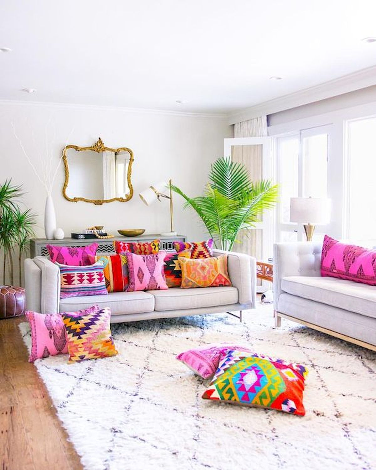 Beautiful and Colourfull Livingroom 18