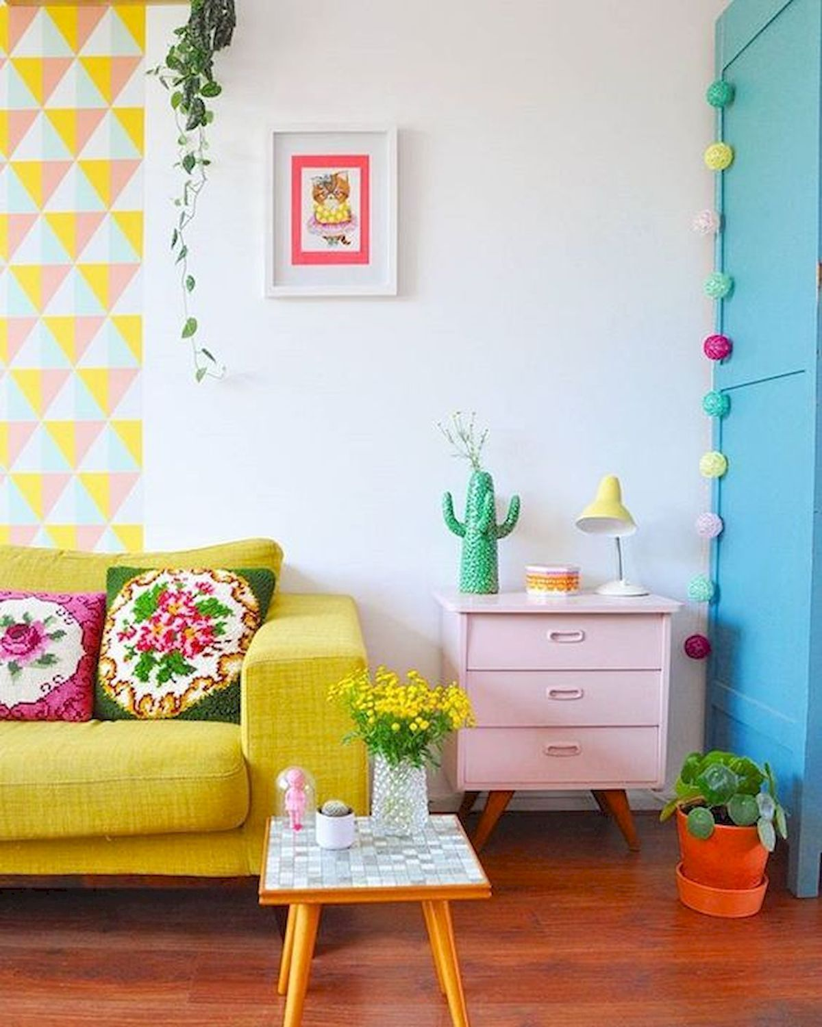 Beautiful and Colourfull Livingroom 8