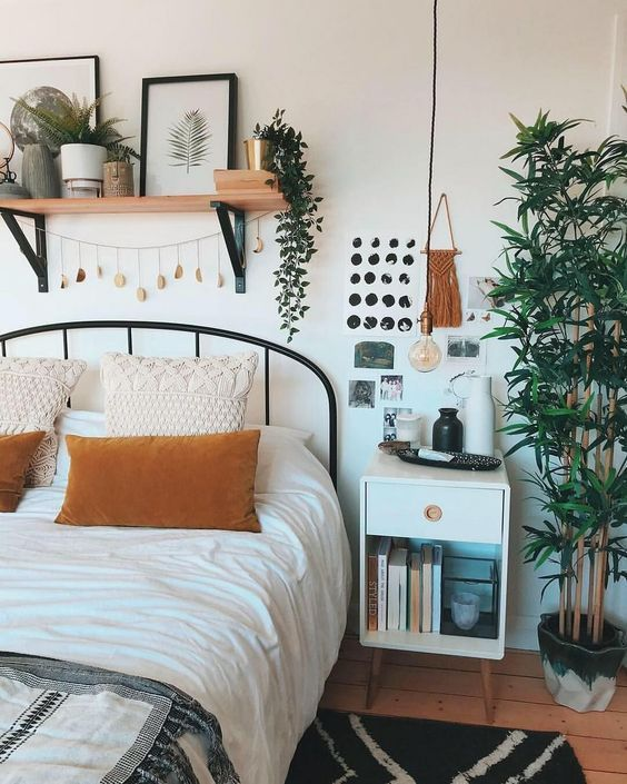 Small Apartment Bedroom Decoration 17