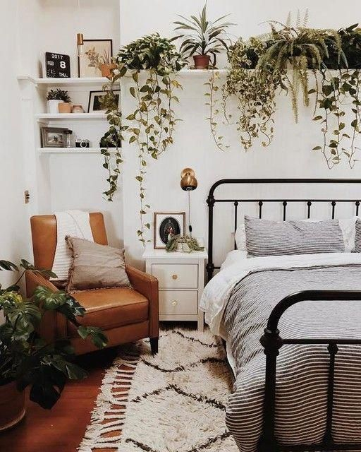 Small Apartment Bedroom Decoration 37