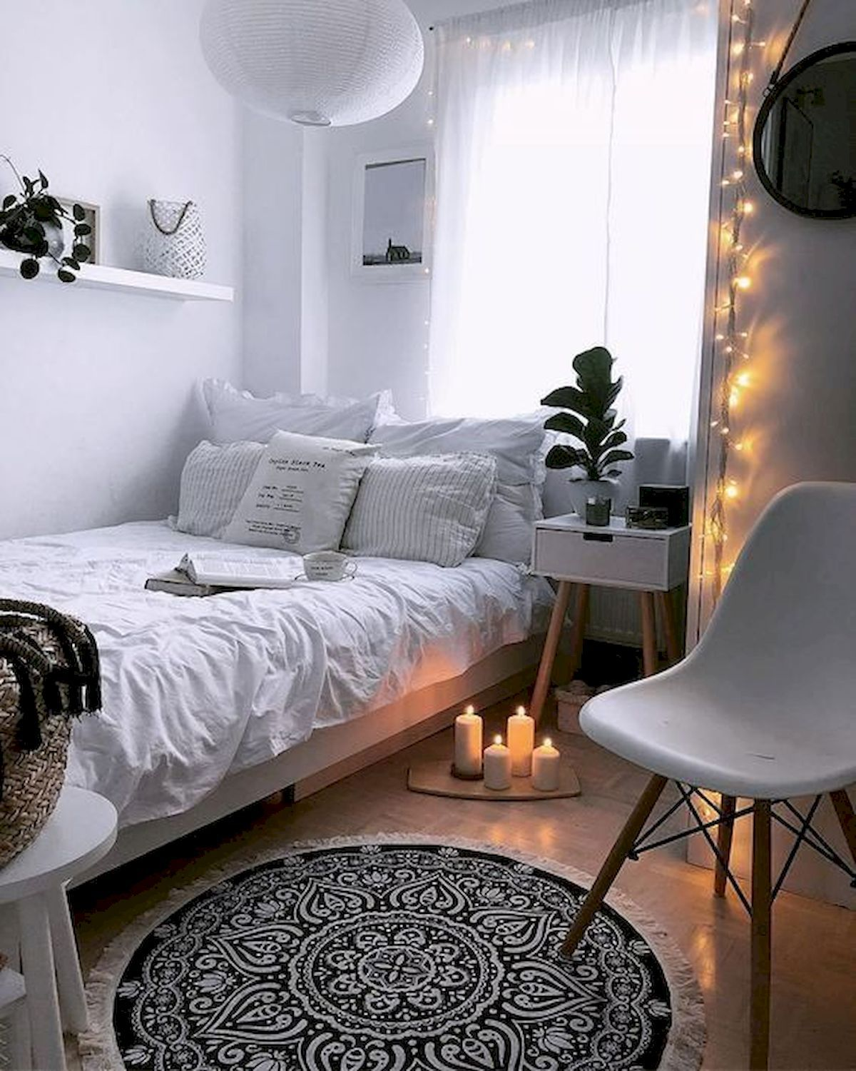 Small Apartment Bedroom Decoration 44