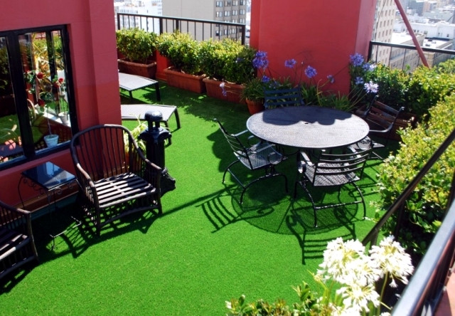 Green Balcony Ideas the Synthetic Grass for Balcony and Terrace – Easy to