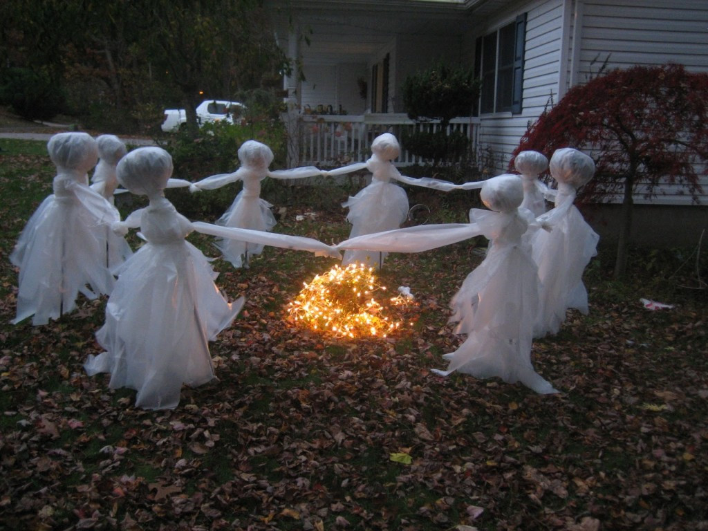 Outdoor Halloween Decorations 20 Easy and Cheap Diy Outdoor Halloween Decoration Ideas