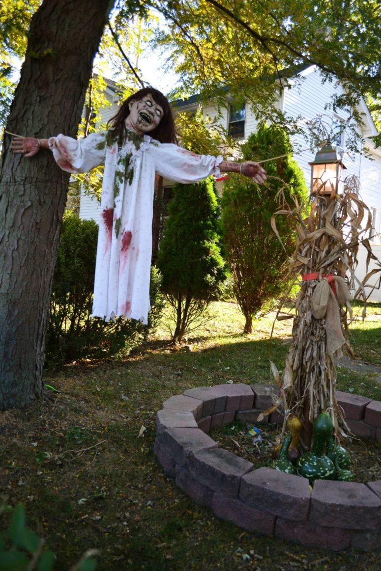 Outdoor Halloween Decorations 31 Creepy and Cool Halloween Yard Décor Ideas Digsdigs