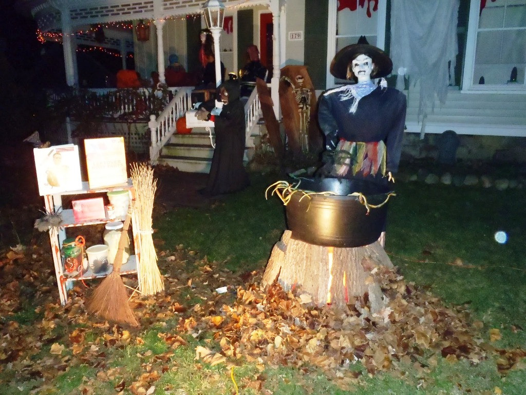 Outdoor Halloween Decorations 35 Best Ideas for Halloween Decorations Yard with 3 Easy Tips