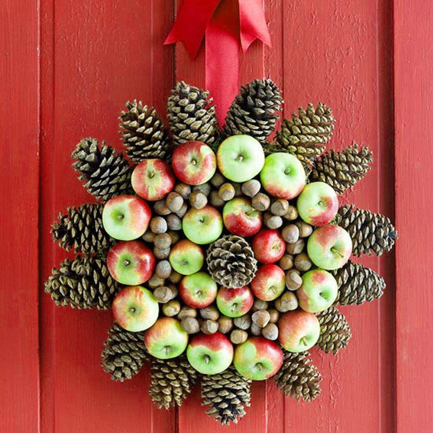 Unique Door Decoration 22 Diy Christmas Wreath Decor Inspirations