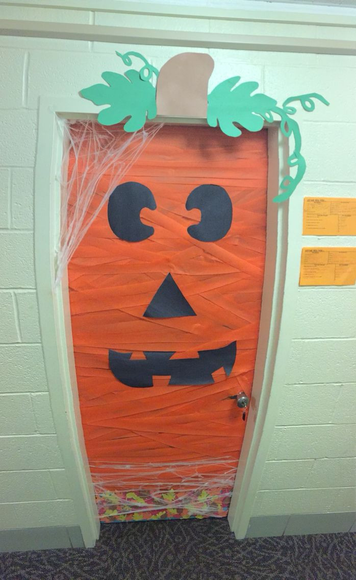 Unique Door Decoration 25 Unique Dorm Door Ideas On Pinterest