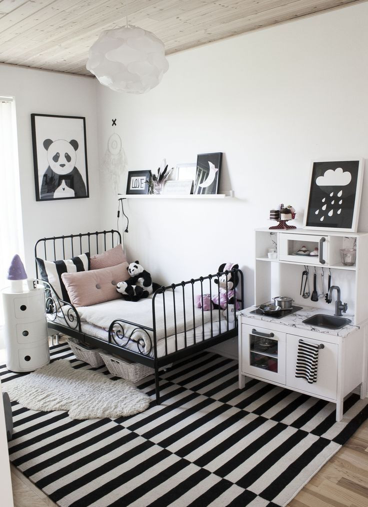 Black and White Teenage Bedroom Modern Black and White Girl S Room with Blush Pink Pillows