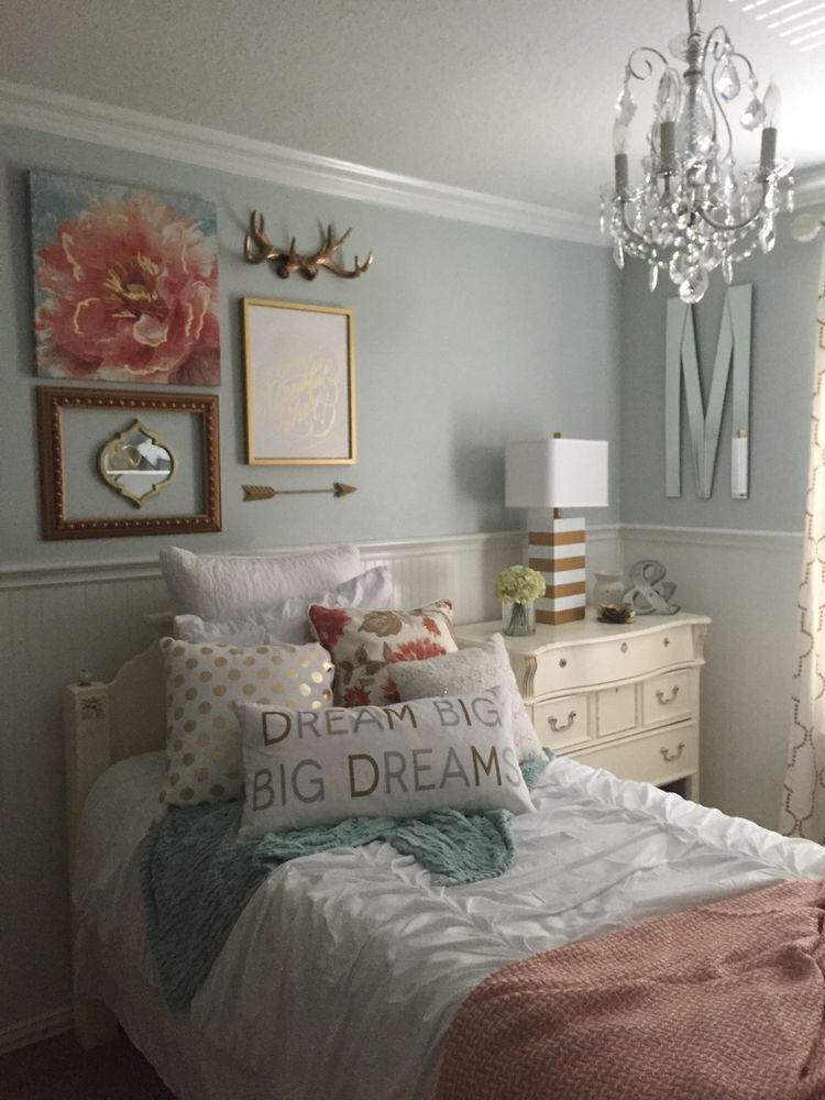 Chandelier for Girls Bedroom I Like the Walls and Chandelier Slk with Images