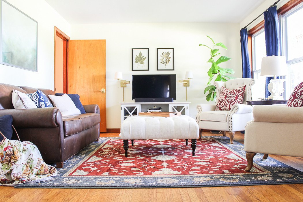 Comfortable Classic Living Room the Farmhouse Rain On A Tin Roof