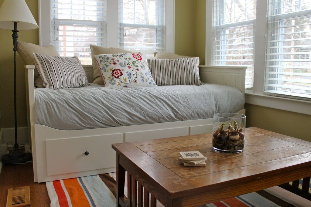 Comfortable Daybeds Living Room the 2 Seasons the Mother Daughter Lifestyle Blog