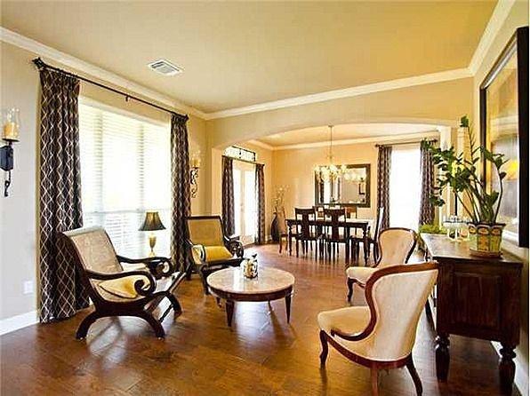 Comfortable Living Room Dining Room 7112 Via Correto Dr Austin Tx