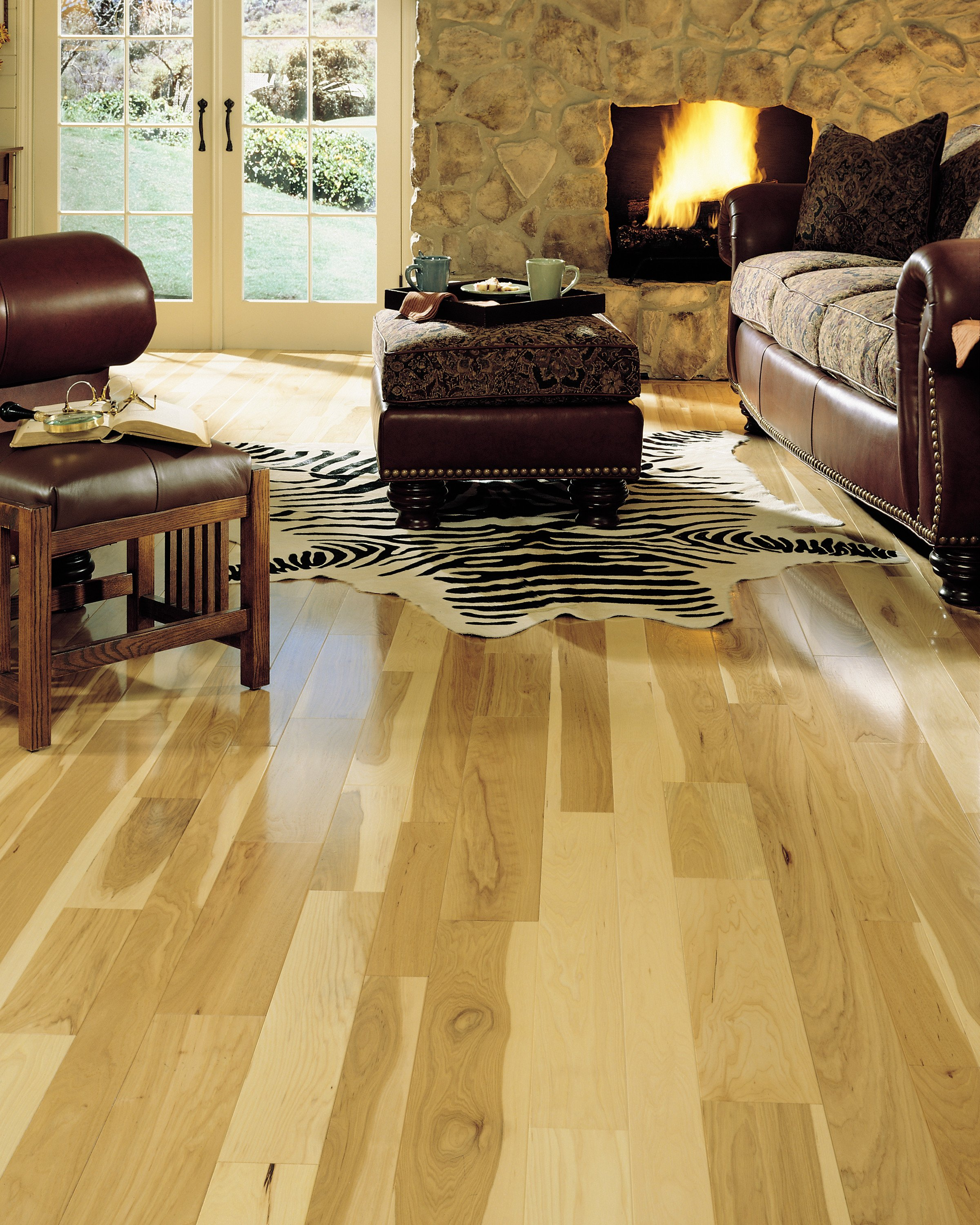 "Comfortable Living Room Hickory Floor 3 4"" X 3 1 4"" somerset Prefinished Natural Hickory Flooring"