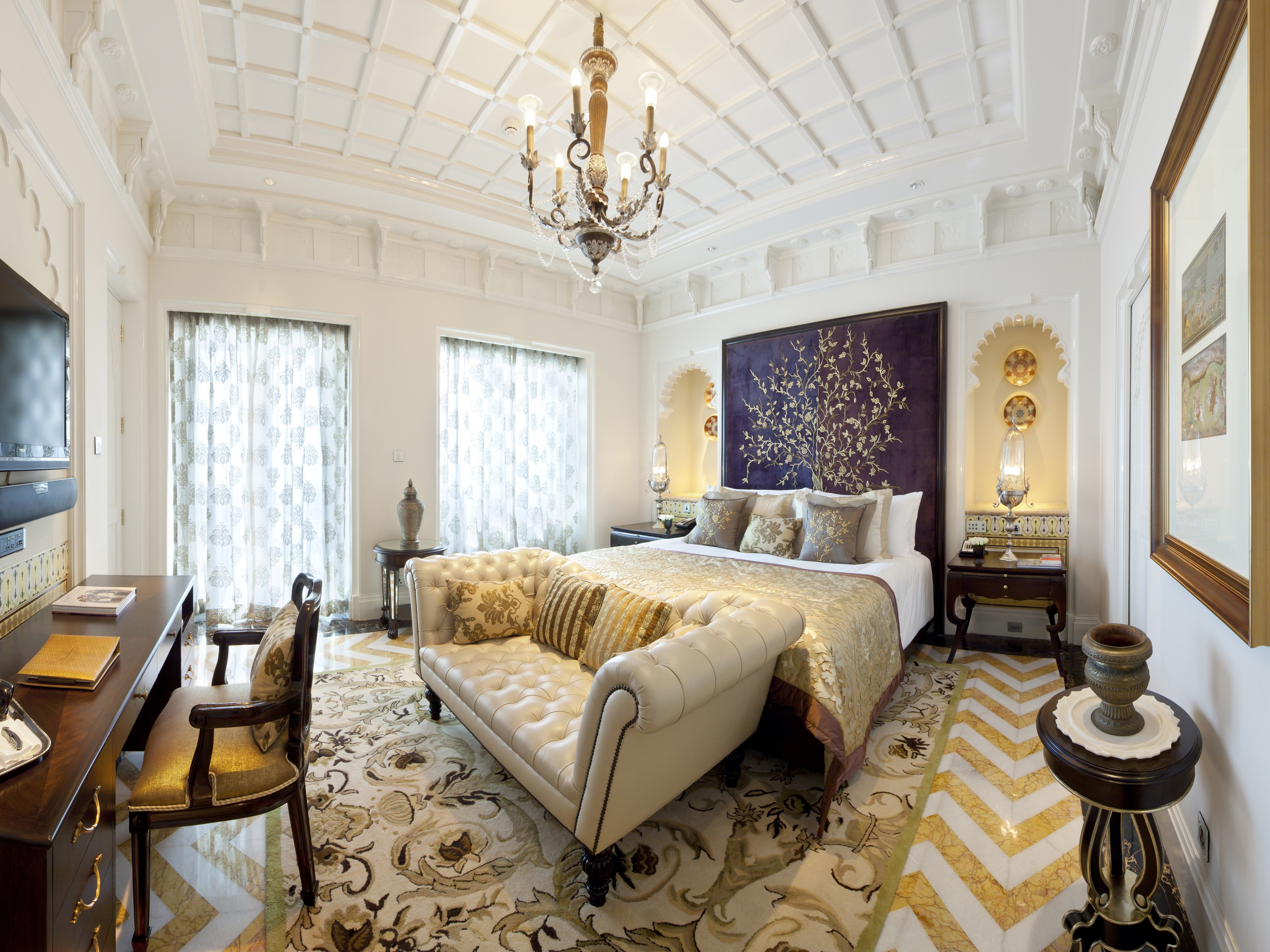 victorian decor style fortable bedroom