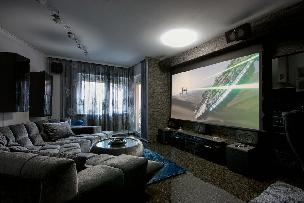 Comfortable Living Roomfor Movie Watching Casio S New Projector Offers 4k Ultra Hd Resolution