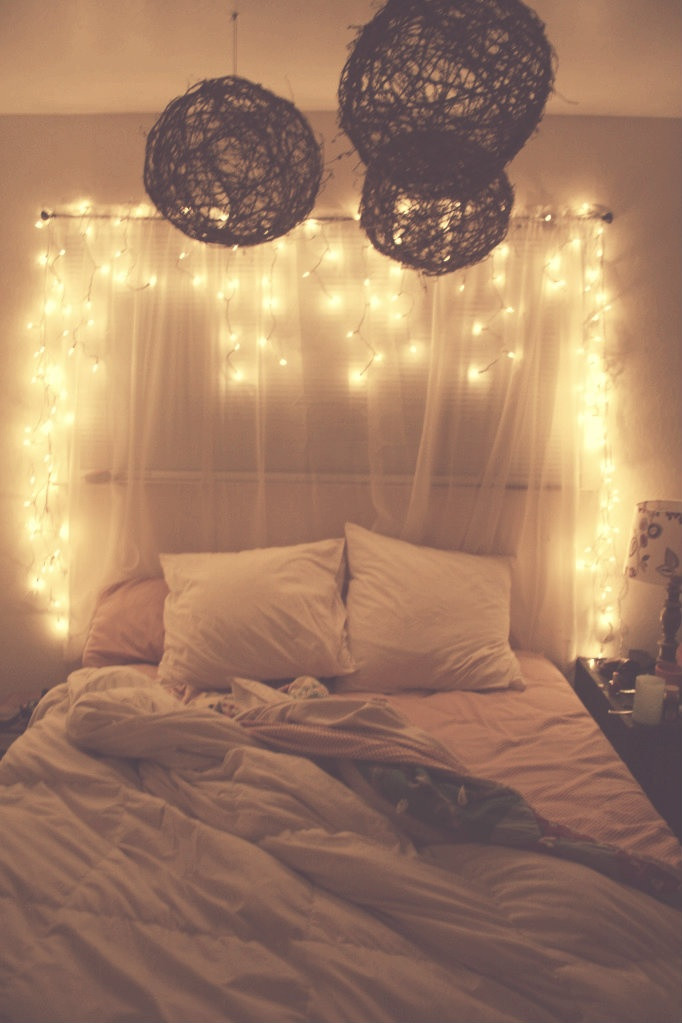 Cute Light for Bedroom 45 Ideas to Hang Christmas Lights In A Bedroom Shelterness