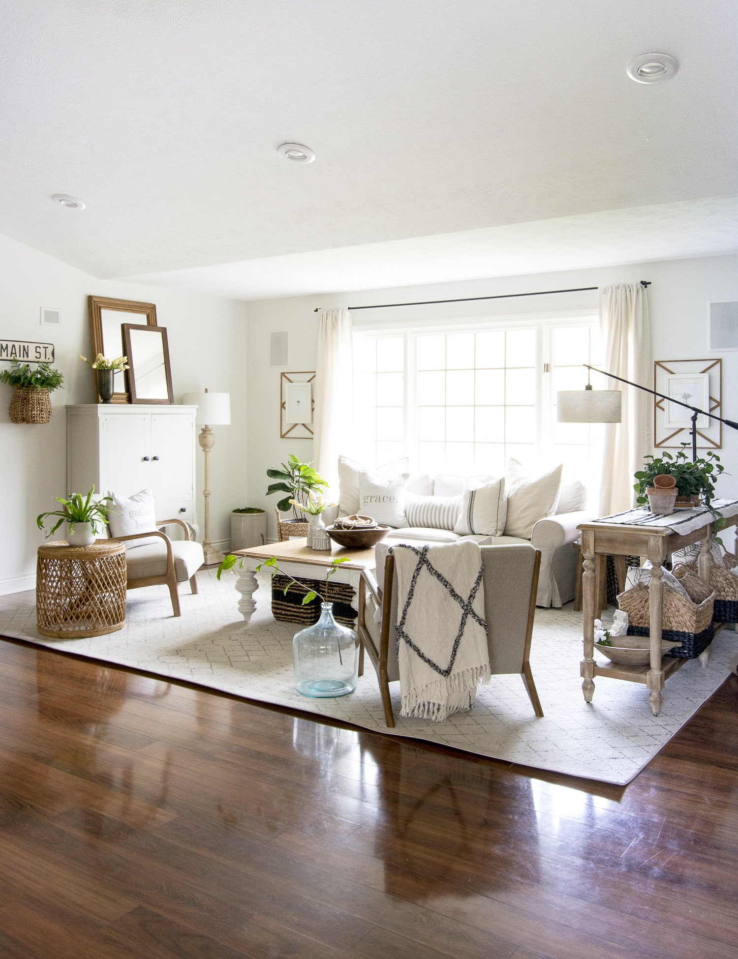 Farmhouse Contemporary Living Room How to Get the Modern Farmhouse Living Room Look