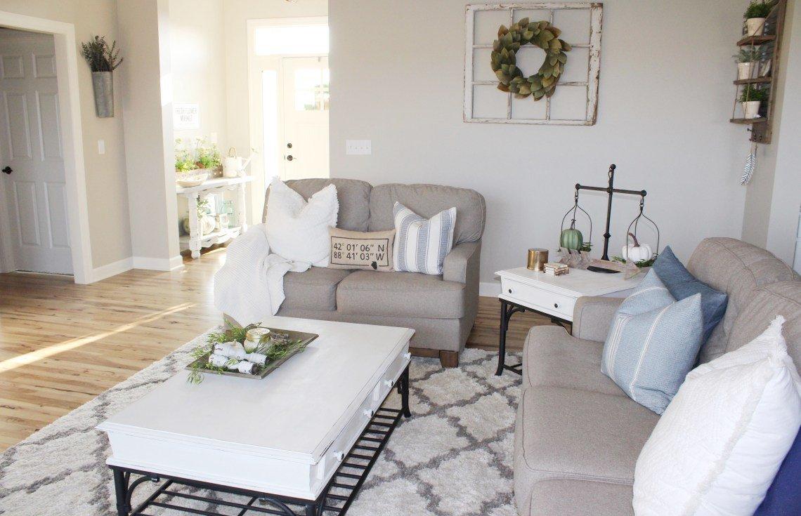 Farmhouse Living Room with Rug 6 Best Farmhouse Rugs On A Bud the Holtz House