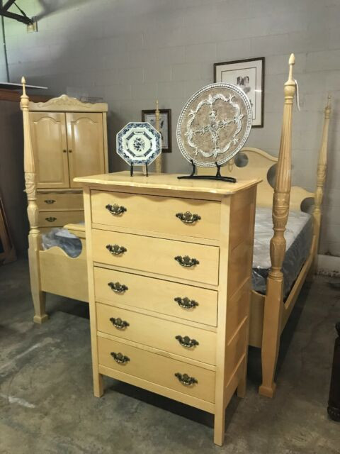 Full Size Bedroom Suite White Oak King Size Bedroom Suite solid Wood Three Pieces In Campbellsville Ky