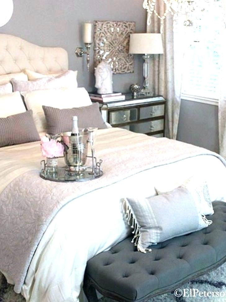 Grey and White Bedroom Decor Grey and White Bedroom Decor