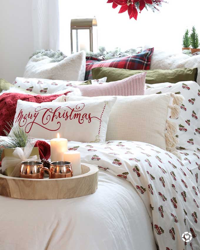 How to Decorate Your Bedroom How to Decorate Your Bedroom for Christmas In 6 Steps