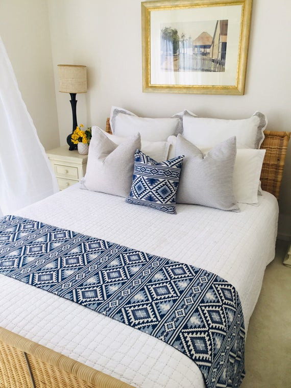 King and Queen Bedroom Decor Bed Runner Bed Scarf Tribal Style Bedroom Decor Blue and White Bedding Cushion for Bedroom Jacquard Bed Runner Boho Home Decor Bed Linen