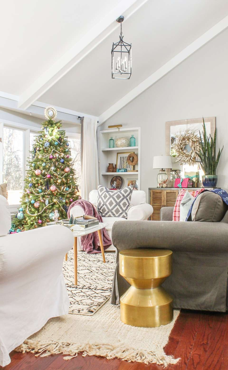Modern Living Room Decorating Ideas Christmas 21 Beautiful Ways to Decorate the Living Room for Christmas