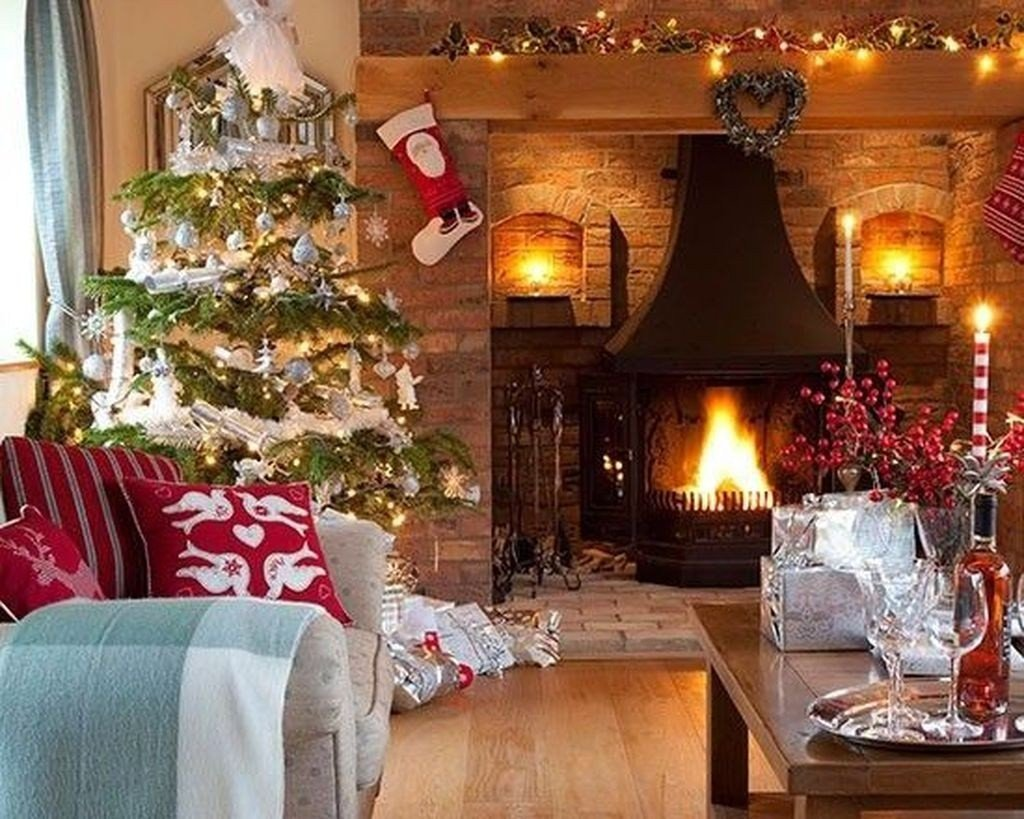 Modern Living Room Decorating Ideas Christmas 50 Modern Christmas Living Room Decor Ideas Homyfeed