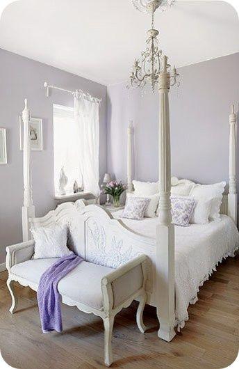 Purple and White Bedroom toves Sammensurium