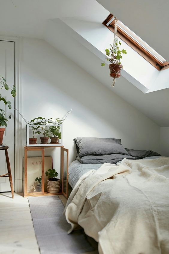 Sloped Ceiling Bedroom Ideas 17 Charming Sloped Ceiling Bedroom Ideas