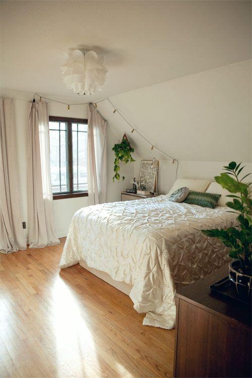 Sloped Ceiling Bedroom Ideas 25 Best Ideas About Slanted Ceiling Bedroom Pinterest