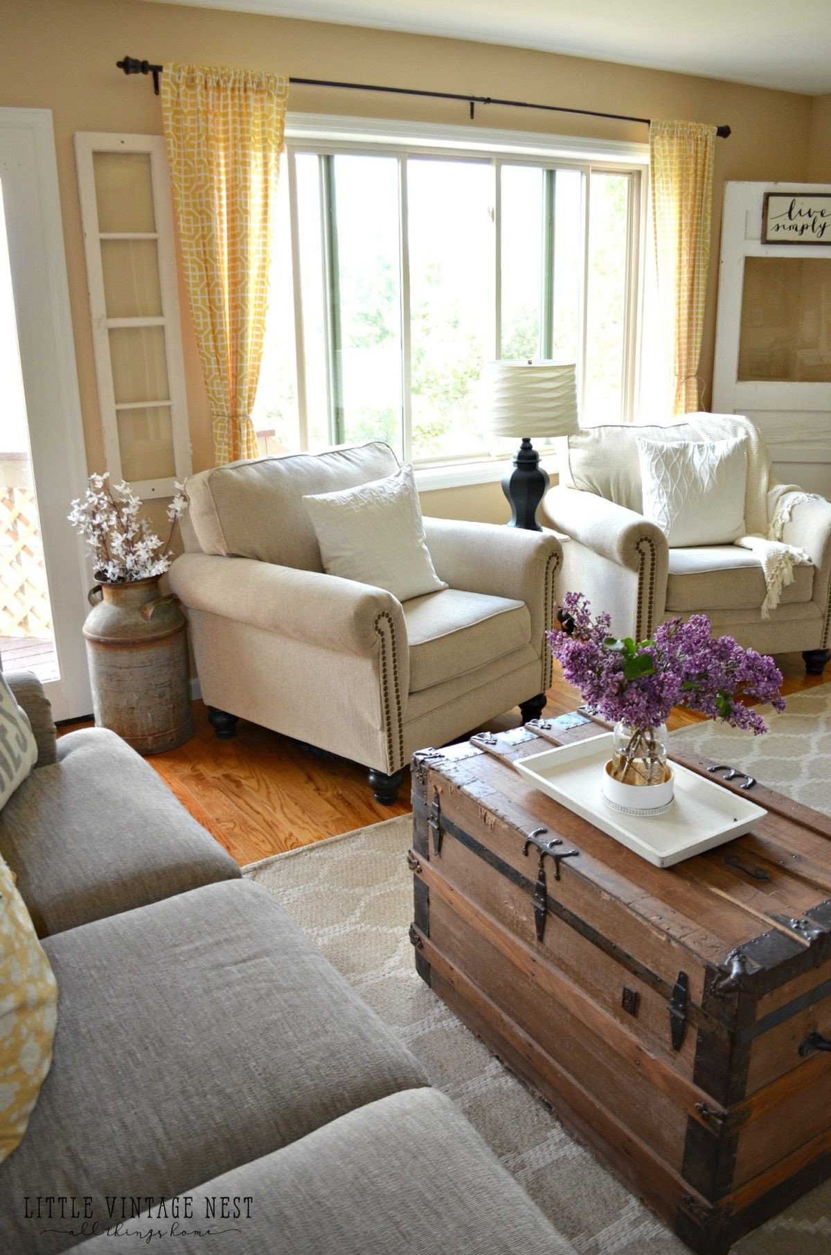 Small Farmhouse Living Room Ideas How I Transitioned to Farmhouse Style Little Vintage Nest