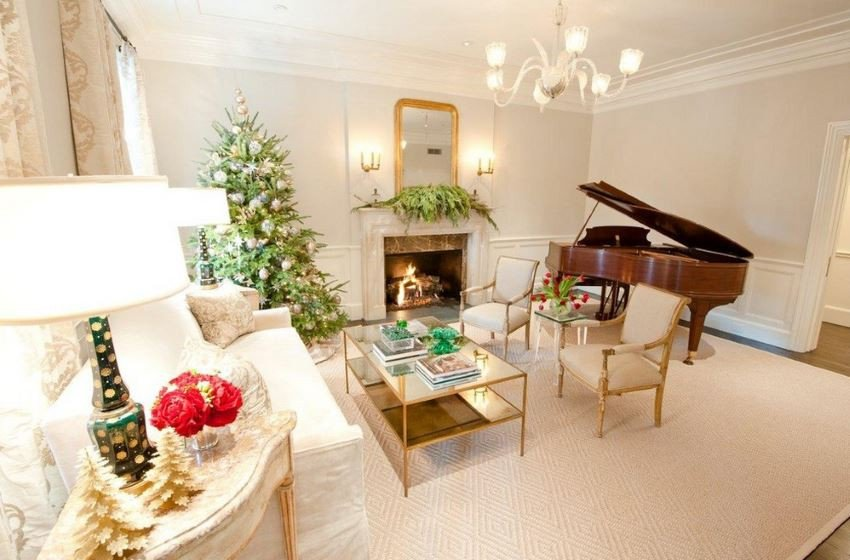 Traditional Christmas Living Room 10 Rooms with Festive Christmas Trees