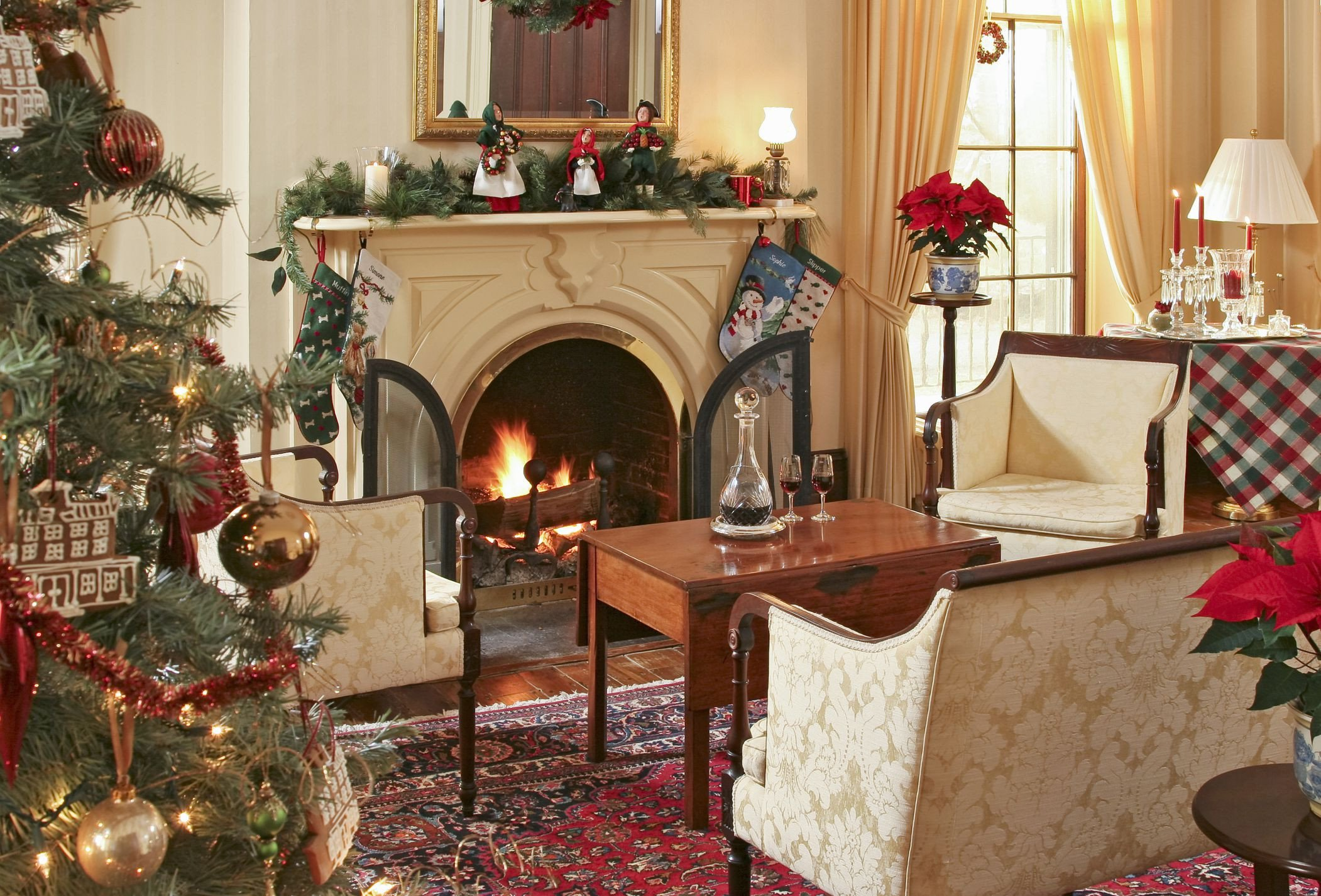 Traditional Christmas Living Room 15 Beautiful Ways to Decorate the Living Room for Christmas