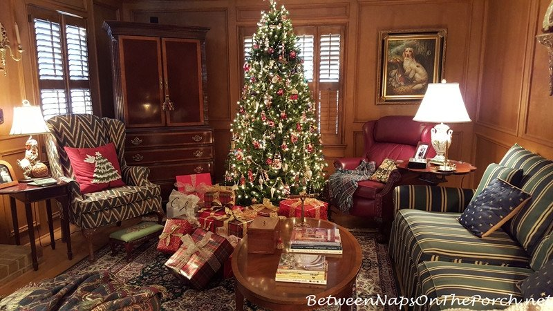 Traditional Christmas Living Room Traditional Christmas Decorating In Red and Green with