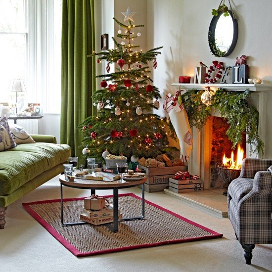 Tree Decor for Living Room Classic Green and Red Living Room with Tree