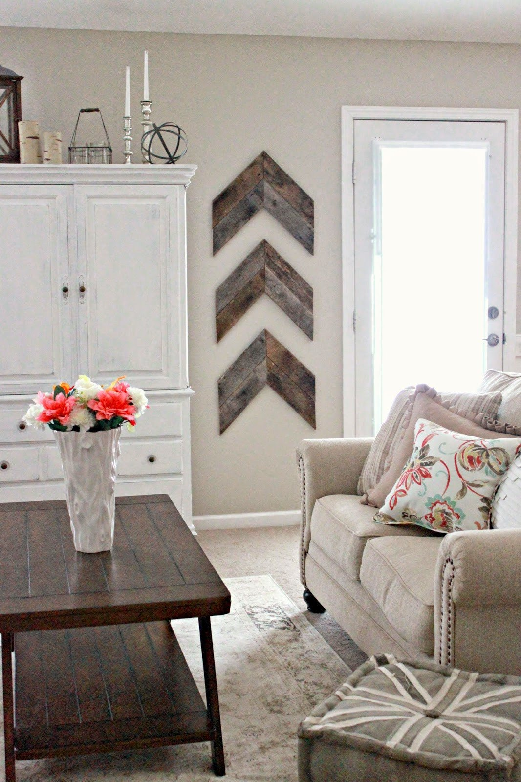 Wall Decor for Living Room 15 Striking Ways to Decorate with Arrows