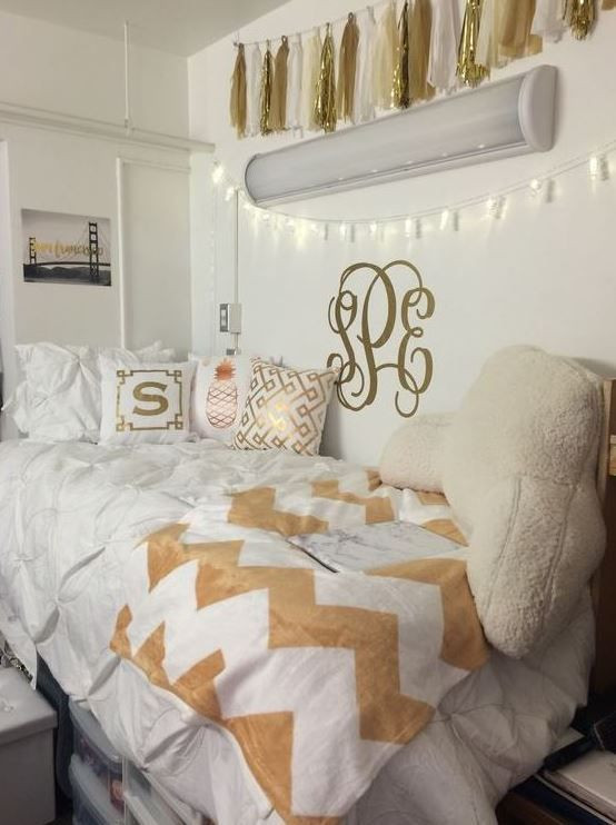 White and Gold Bedroom Decor 25 Preppy Dorm Rooms to Copy