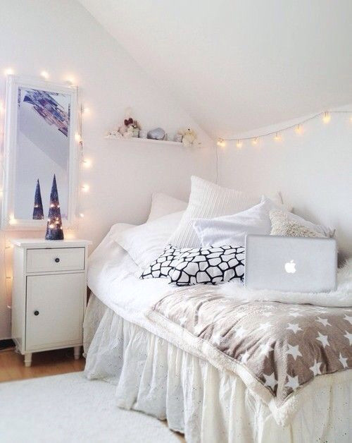 White Light for Bedroom 45 Ideas to Hang Christmas Lights In A Bedroom Shelterness